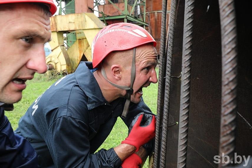 Как проходят соревнования по многоборью спасателей под Борисовом 8