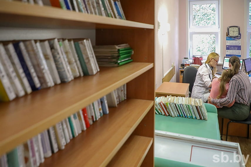 Поликлиники и больницы изменят график работы в ноябрьские выходные и праздники