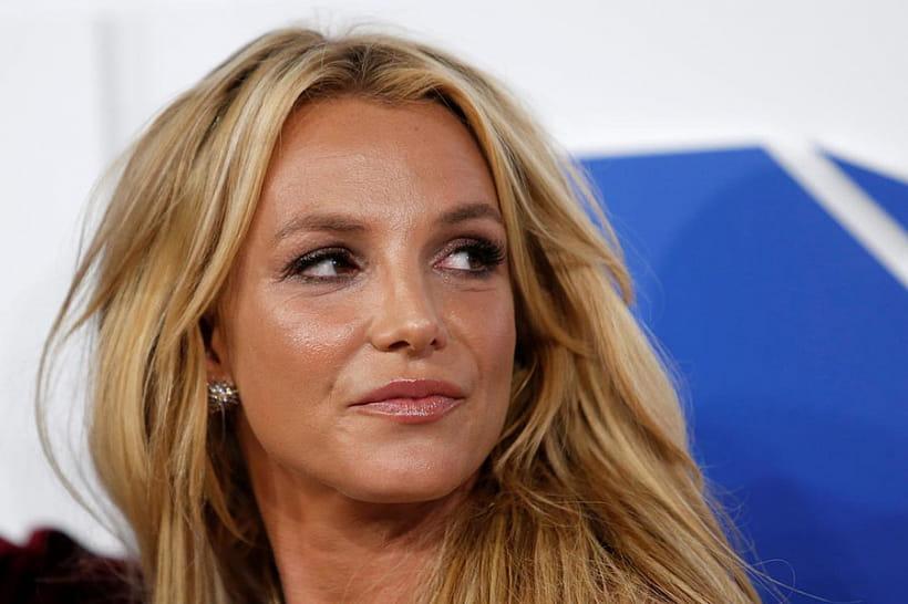 Просит свободы: Бритни Спирс вышла изсуда босиком