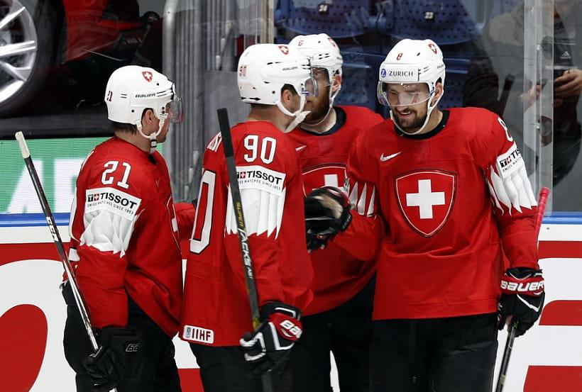 Дания одолела Францию, аШвейцария— Италию наЧМ похоккею