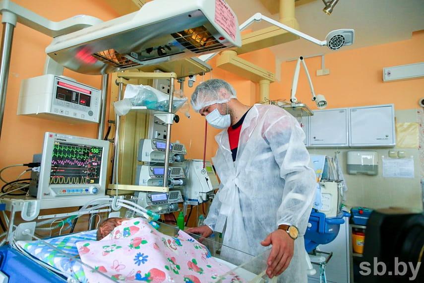 В РНПЦ детской хирургии провели сложнейшую операцию по удалению лимфангиомы у новорожденного.