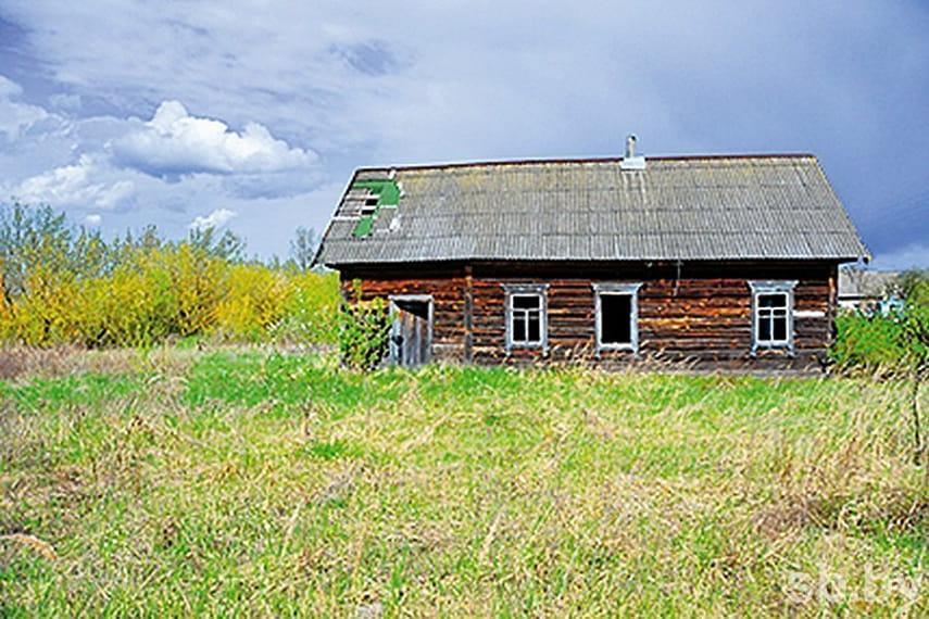 Как оформить брошенный дом в деревне