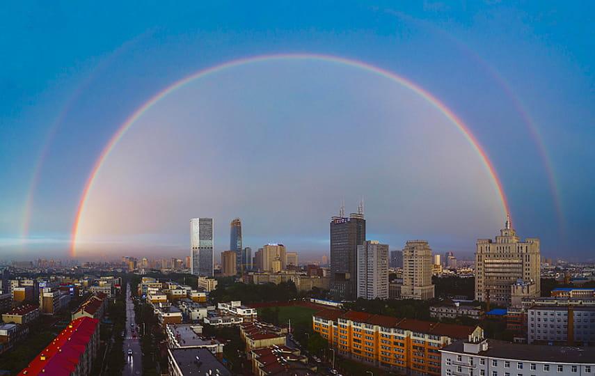 быстро нашли картинки радуга над городом отель центре