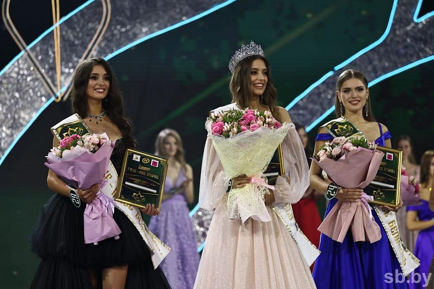 В минском Дворце спорта выбрали новую «Мисс Беларусь». Ею стала 18-летняя минчанка Дарья Гончаревич